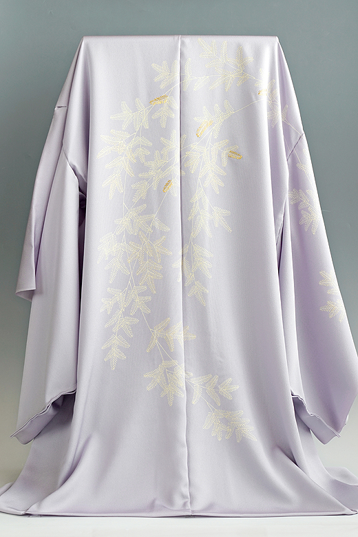 真糊糸目と京刺繍の絵羽コート:『枝垂れ羊歯模様』